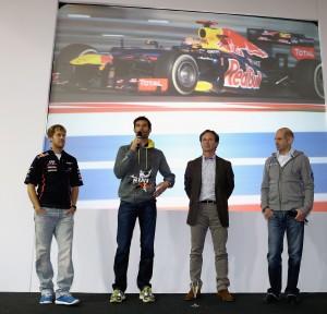 Da sinistra, Sebastien Vettel, Mark Webber, Christian Horner, Adrian Newey alla presentazione della stagione 2013 del team Red Bull.