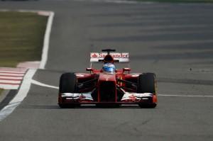 Fernando Alonso (Ferrari) rientra ai box dopo la cavalcata vincente nel GP di Cina.
