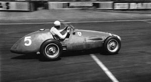 Alberto Ascari al volante della Ferrari 500.