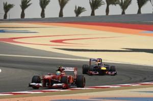 Fernando Alonso (Ferrari) in azione nel corso della terza ed ultima sessione di prove libere sul circuito di Sakhir.