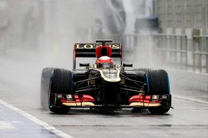 Romain Grosjean (Lotus E21) durante gli ultimi test invernali sul circuito spagnolo di Barcellona.