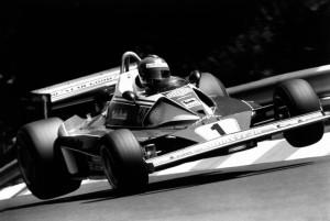 Niki Lauda con la Ferrari 312 T2 con cui ebbé il tremendo incidente al GP di Germania del 1976.