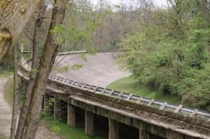 Una delle curve sopraelevate del circuito di Monza.