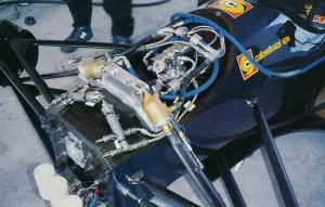 """Il """"cuore"""" del sospensione attiva della Minardi M193 del 1993."""