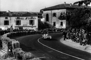 Stirling-Moss-Mercedes-300-SLR-1000Miglia_1955_3