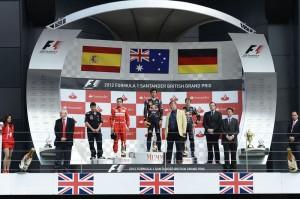 Il podio del GP di Gran Bretagna 2012: da sinistra, Fernando Alonso (Ferrari), Mark Webber (Red Bull) e Sebastian Vettel (Red Bull).