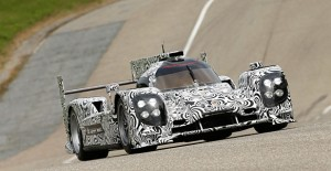 La nuova LMP1 per Le Mans 2014 ha iniziato i primi collaudi sulla pista prove Porsche di Weissach.