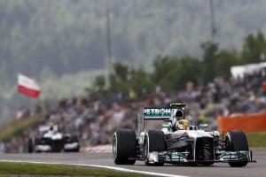 Lewis Hamilton (Mercedes) in azione durante le qualifiche per il GP di Germania 2013.