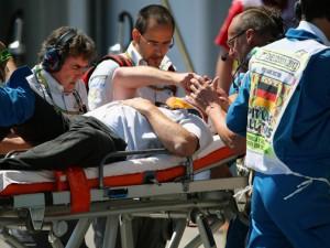 Il cameraman Paul Allen soccorso dopo l'incidente al GP di Germania.