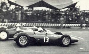 La BRM numero 13 di Moises Solana al via del GP del Messico del 1963.
