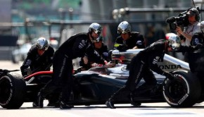 Jenson-Button-F1-Grand-Prix-Malaysia-sqo-AL8xD7Px-750x501