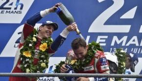 Rigon festeggia il podio di Le Mans con Calado