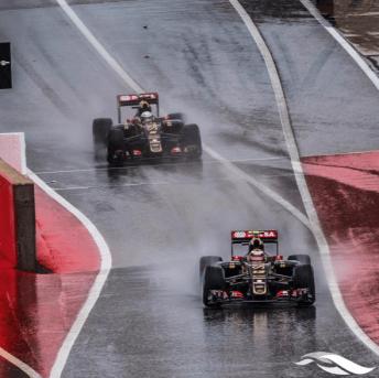 Le due Lotus F1 corrono sulla pista allagata di Austin - GP Usa 2015