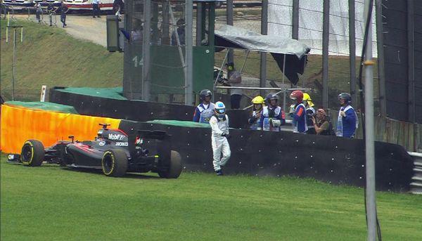 Fernando Alonso fermo in Q1 del GP del Brasile 2015