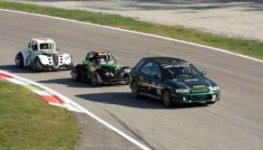 Alcune vetture in pista a Monza durante l'ultimo appuntamento del TAI