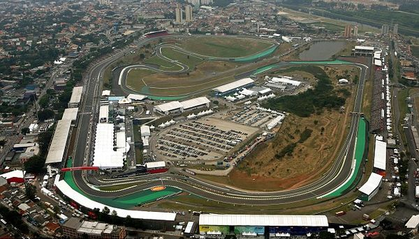 Vista aerea del circuito di Interlagos teatro del GP del Brasile.