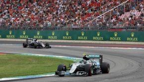 31.07.2016 - Race, Nico Rosberg (GER) Mercedes AMG F1 W07 Hybrid leads Fernando Alonso (ESP) McLaren Honda MP4-31