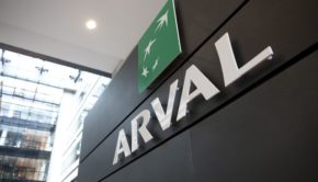 LOGO ARVAL DANS LE HALL D'ENTREE DE LA SOCIETE ARVAL