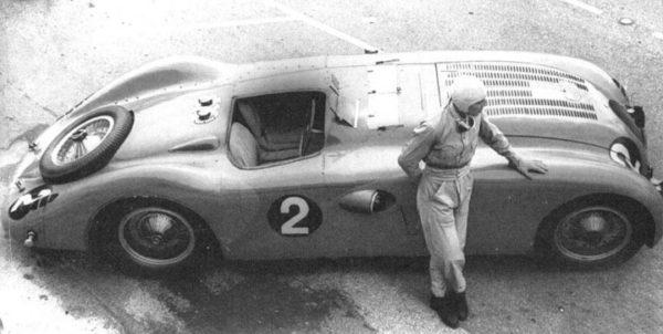 Wimille-Bugatti-Type-57G-Tank-at-Le-Mans-1937_mem04