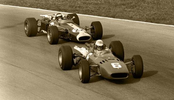 Winner Ludovico Scarfiotti(ITA) Ferrari 312 leads Jim Clark(GBR) Lotus 33, DNF. Ferrari scored a 1-2 finish Italian GP, Monza 4 September 1966